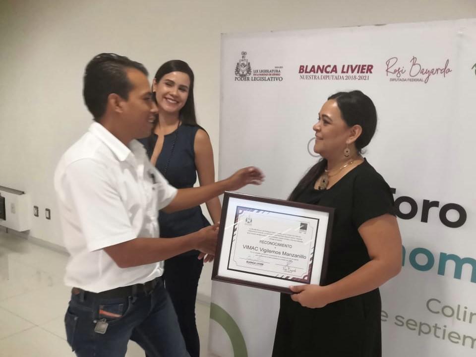 Blanca Livier y Rosi Bayardo otorgan reconocimientos a activistas ambientalistas de Colima