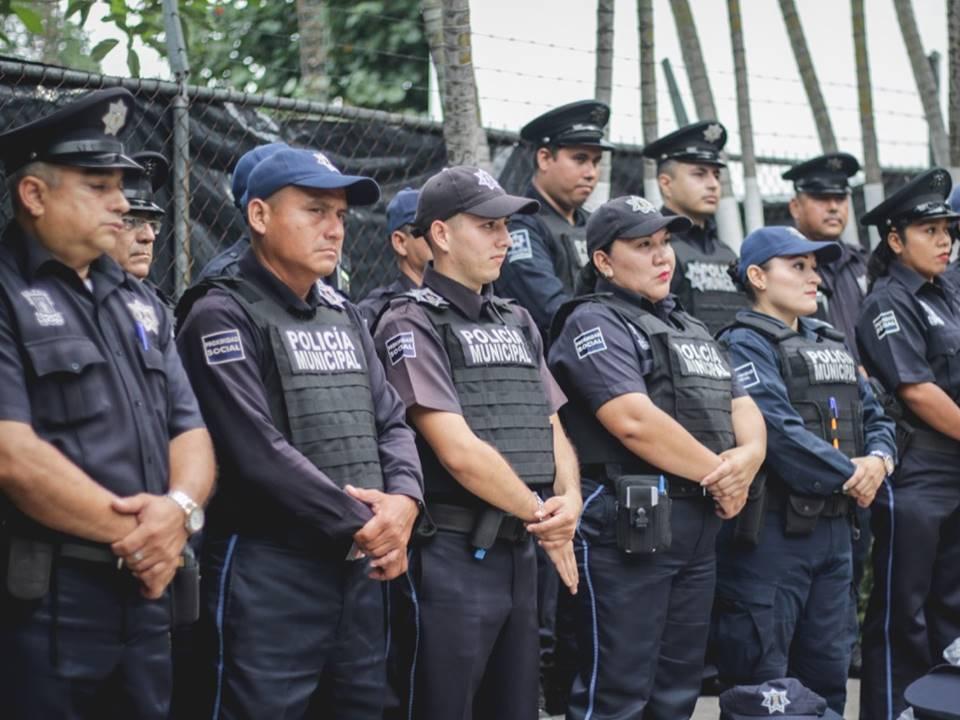 Leoncio Morán, mejora condiciones de trabajo a los elementos de la Policía Municipal de Colima.