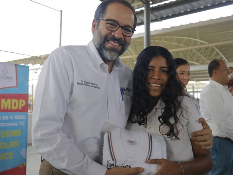 Entrega Gobernador uniformes gratuitos a  todas las escuelas públicas de Minatitlán