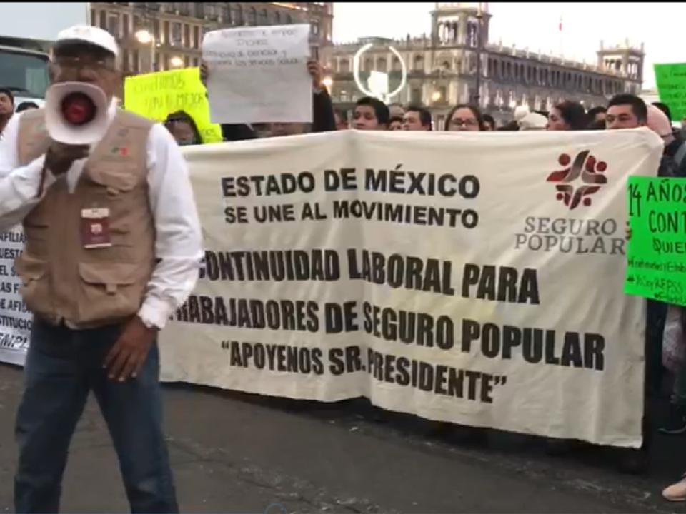 Se manifiestan trabajadores del Seguro Popular
