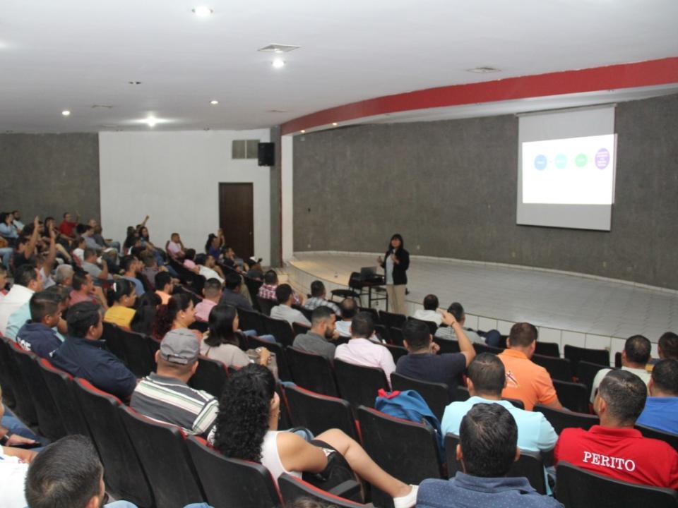 Dictan conferencia sobre  competencias socioemocionales