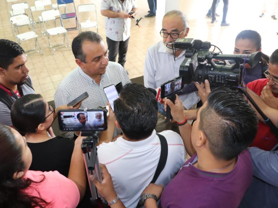 Deportistas de Gimnasio Agradecen a Felipe Cruz; Alcalde Ofrece Crear otro Gimnasio