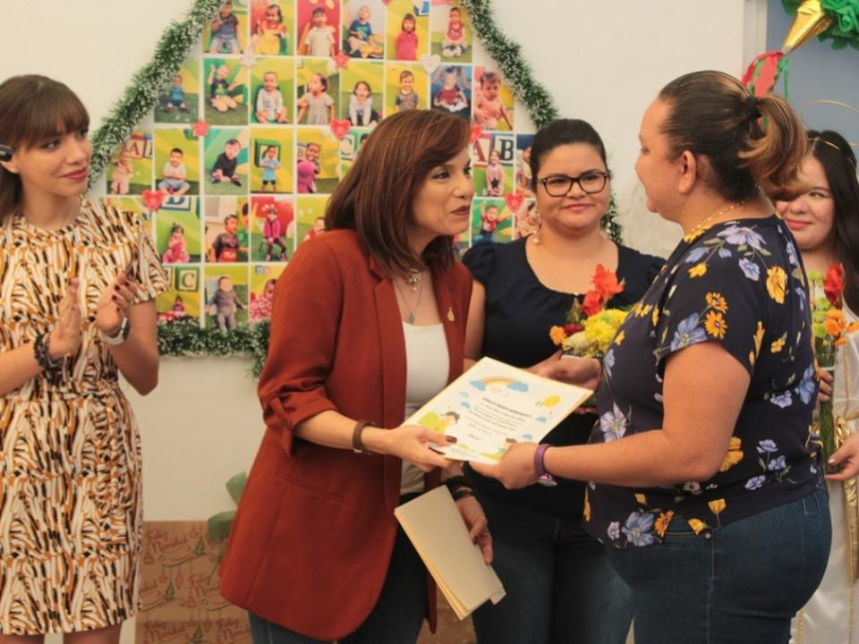Festejan a niños atendidos en el  Ceredi de la Secretaría de Salud