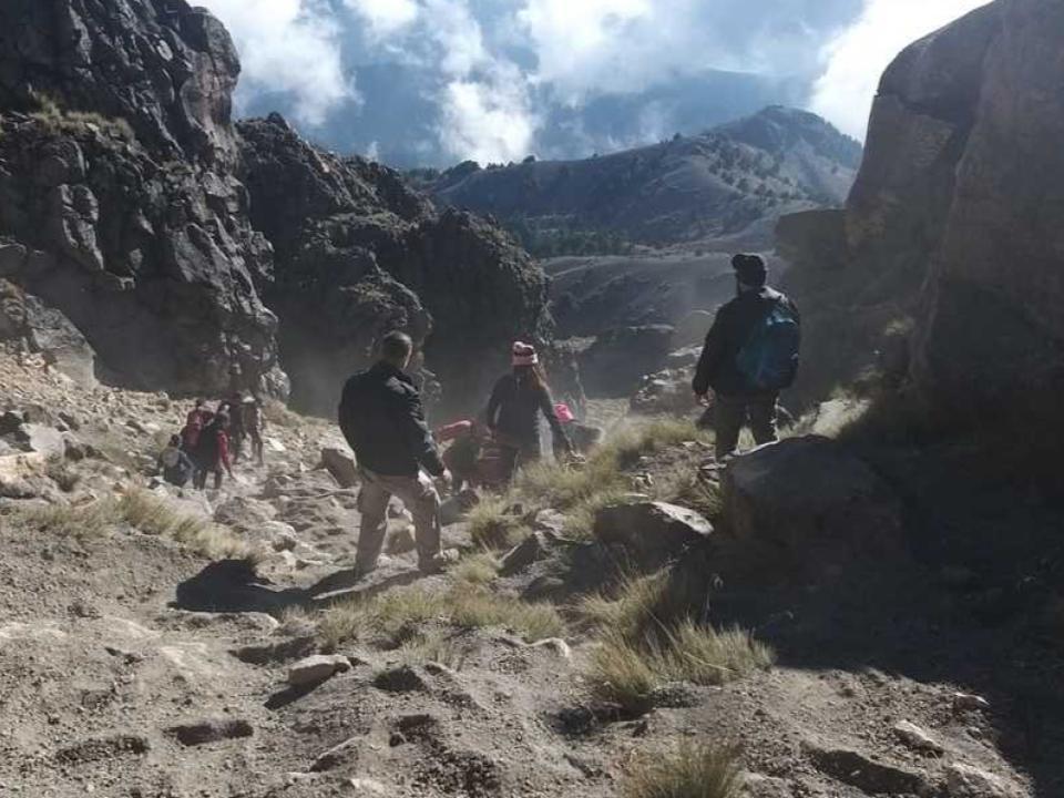Rescata PROTECCIÓN CIVIL de Jalisco a tres personas extraviadas el volcán de Colima