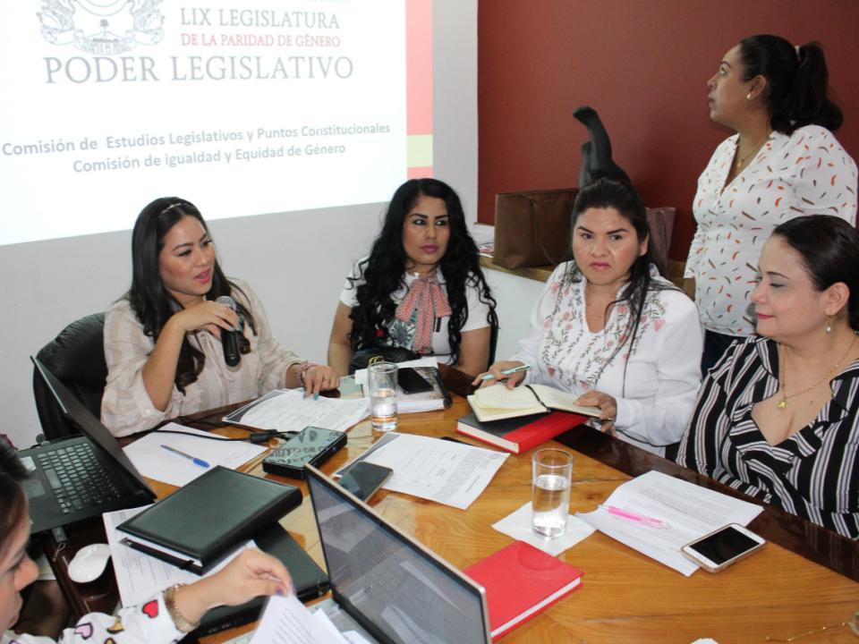 Sensibilizan con organizaciones iniciativas de violencia a mujeres