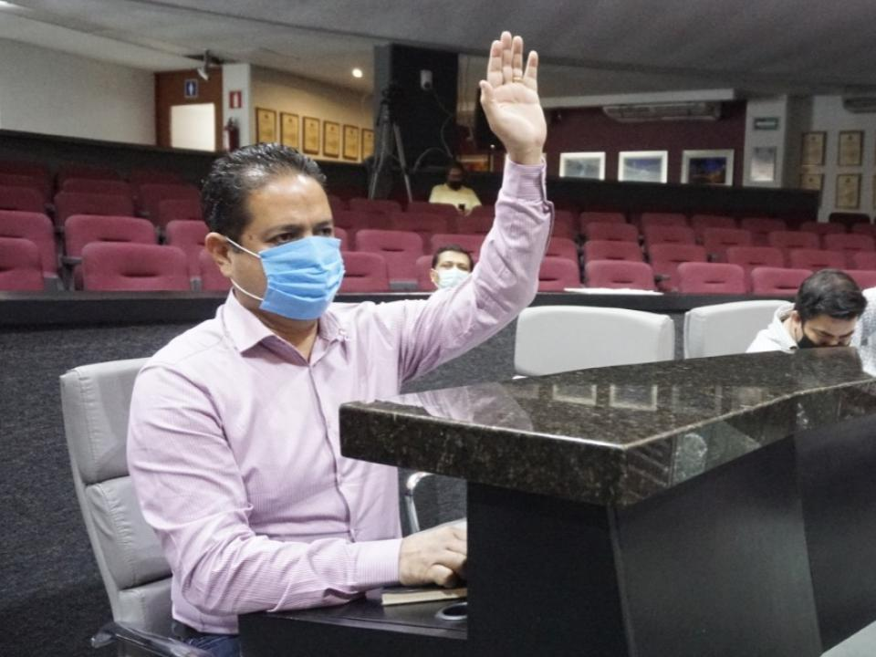 Trabajar por Colima es punto primordial entre diputados: Carlos Farías