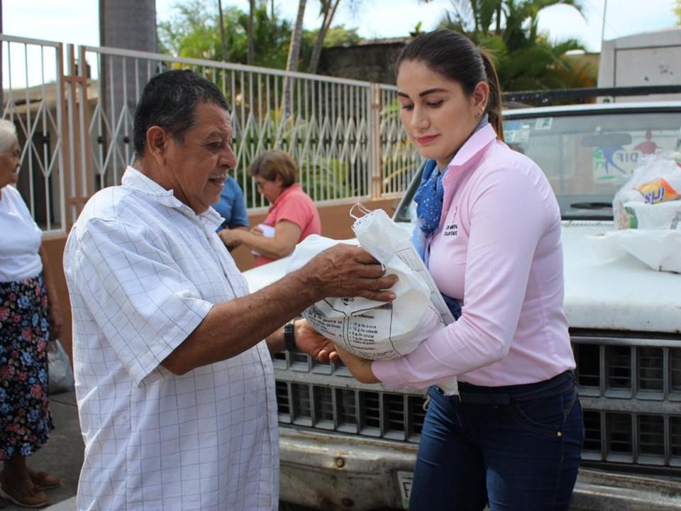 Presidenta del DIF municipal entregó despensas en las comunidades y poblaciones de Cuauhtémoc