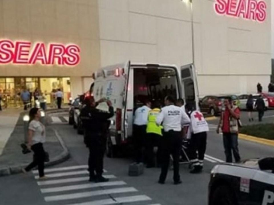 Tres hombres muertos y un mujer grave saldo de balacera en centro comercial de Morelia