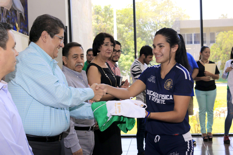 Abandera rector a loros y loras  rumbo a la Universiada Nacional 2018
