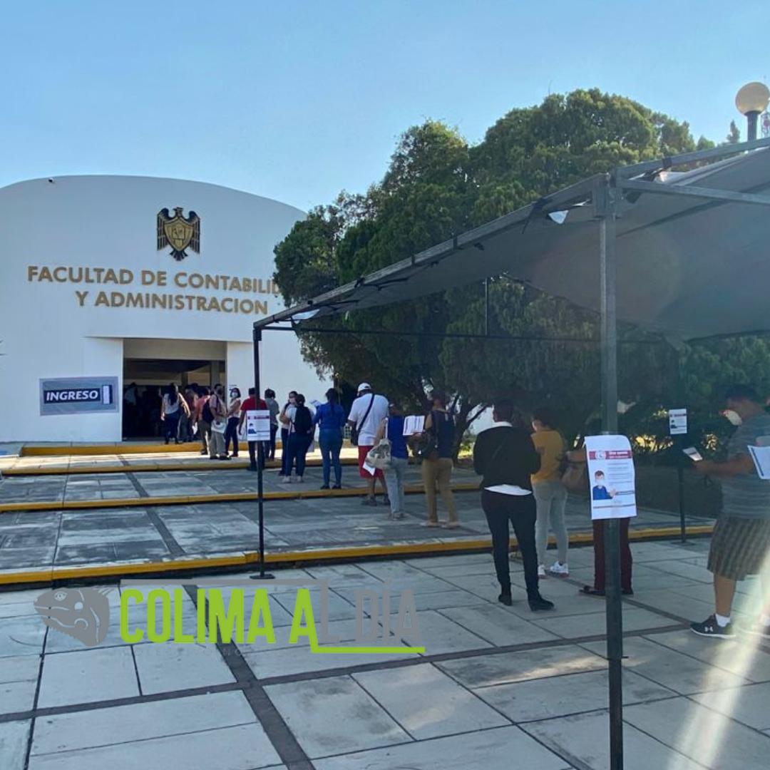 En total calma y fluido, se vacuna a trabajadores de la Educación de Colima