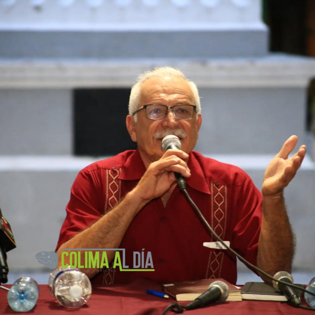 """Presentan el libro """"Desde la Ventana de los Recuerdos"""" de Arnoldo Vizcaíno"""