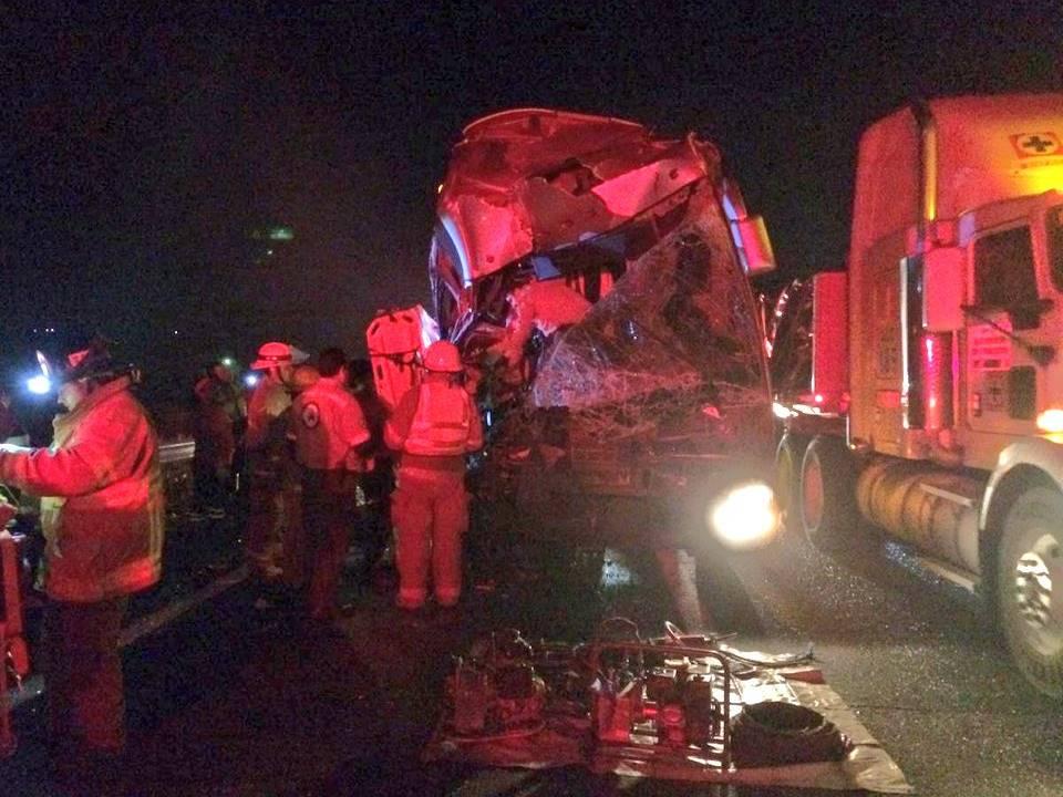 Resultan 13 personas lesionadas tras accidente carretero en Jalisco