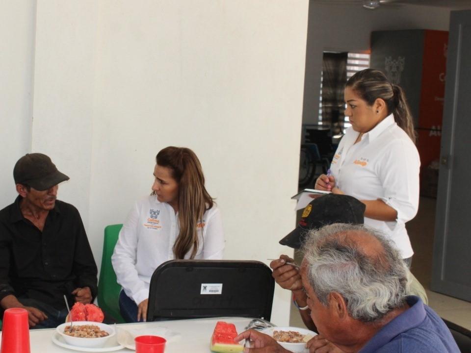 Personas en situación de vulnerabilidad, reciben alimentos y asistencia social en instalaciones de DIF Municipal Colima: Azucena López Legorreta
