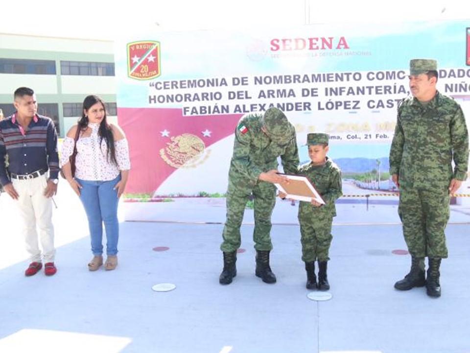 Menor Fabián López Castillo es nombrado Soldado Honorario del Arma de Infantería en Colima