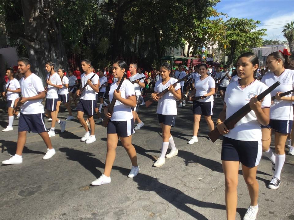Realizan desfile de la Revolución Mexicana