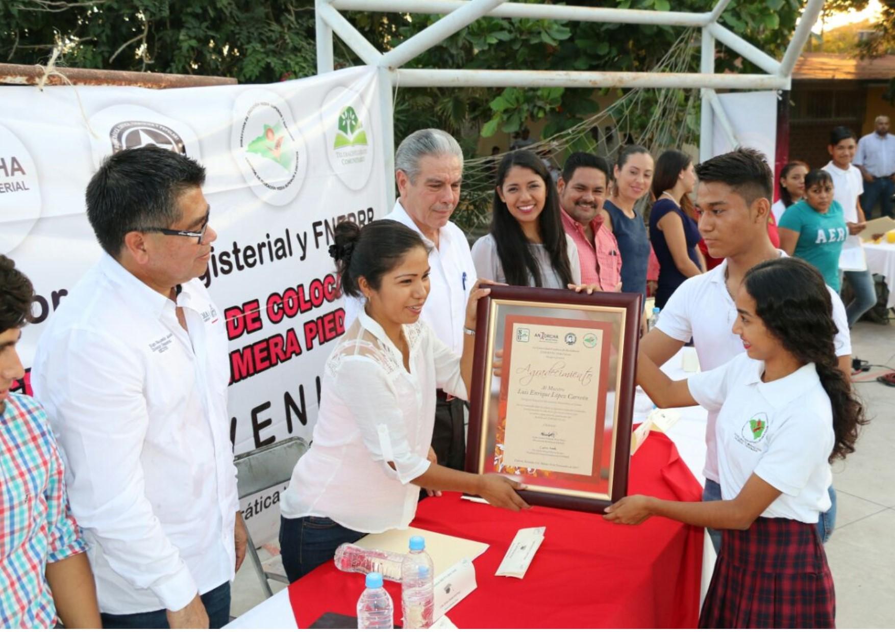 Mejora Gobierno del Estado infraestructura educativa en zonas rurales: Flores Merlo