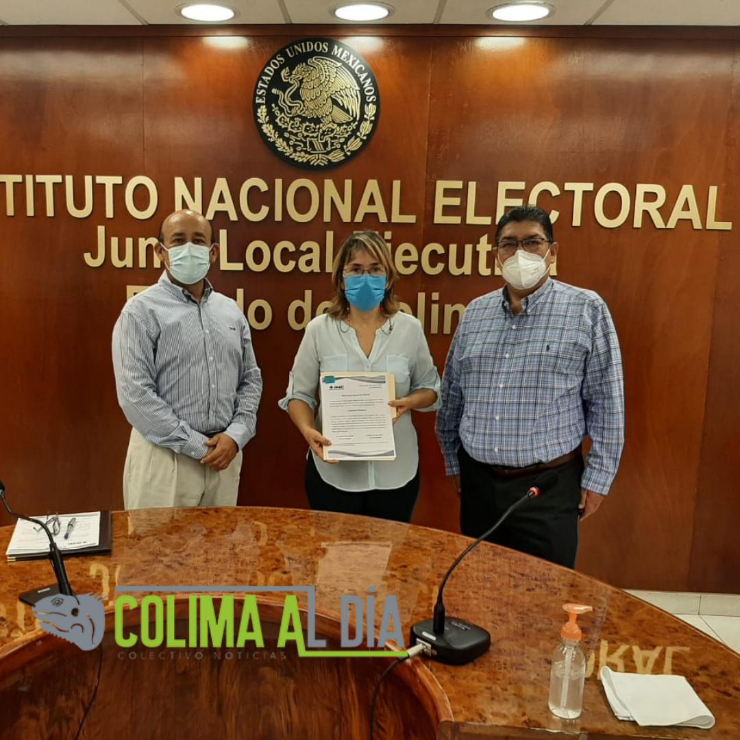 INE entrega documental de designación a Adriana Ruiz Viscofri como presidenta del IEE