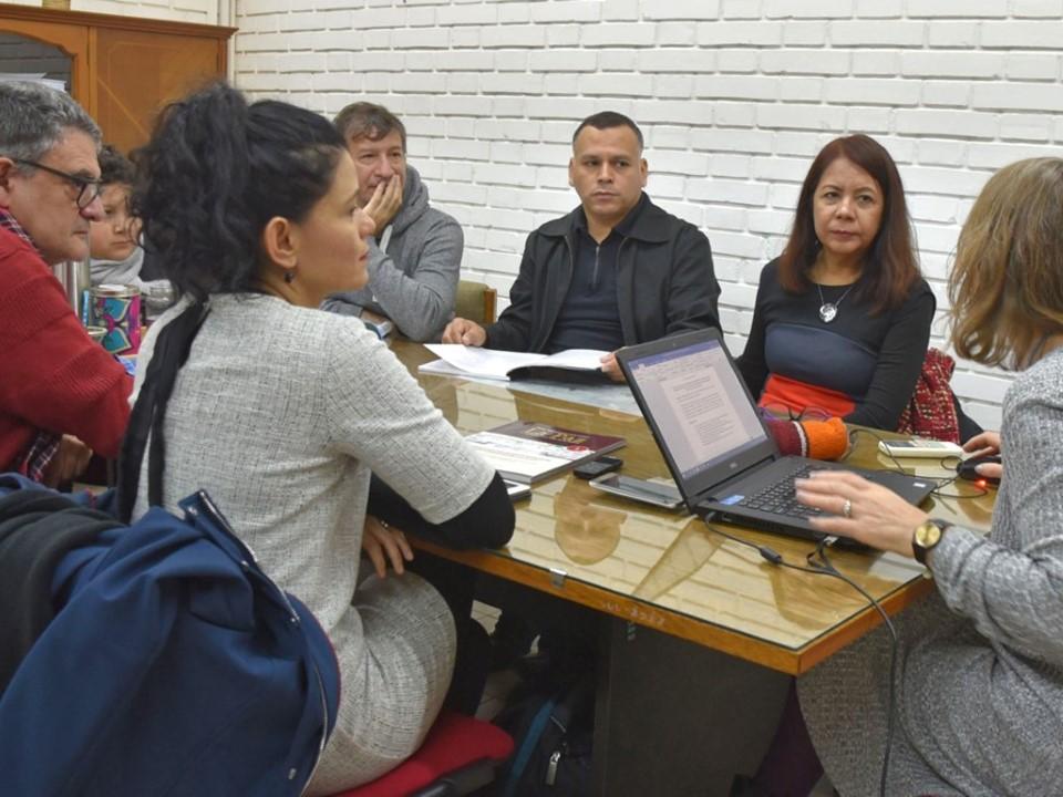 Comparten académicos colimenses y argentinos  metodologías de intervención a migrantes