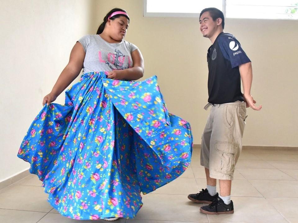 Ofrece Gobierno del Estado taller  Incluyente de danza folclórica