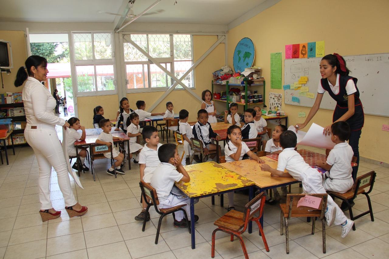 Hay programas para mantener a estudiantes en constante actividad: Flores Merlo