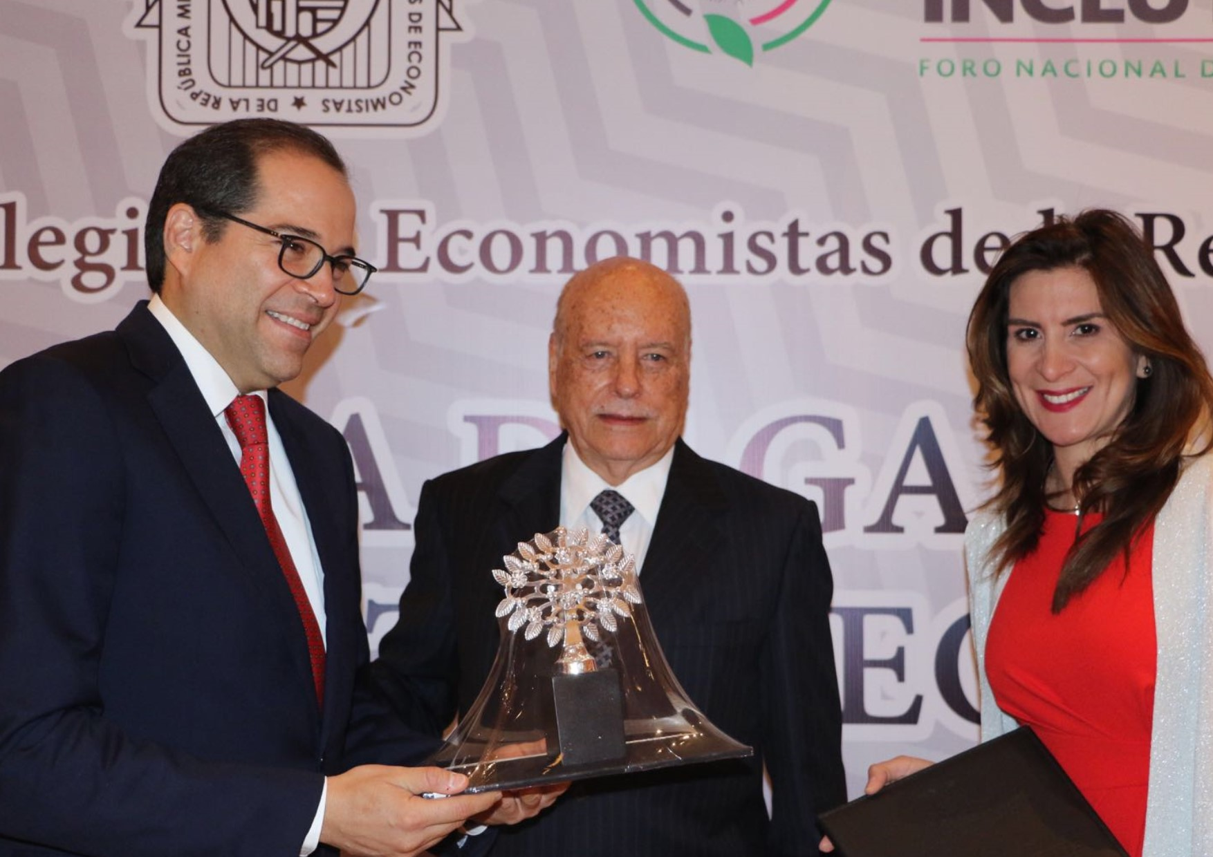 Federación de Economistas Reconoce al Gobernador