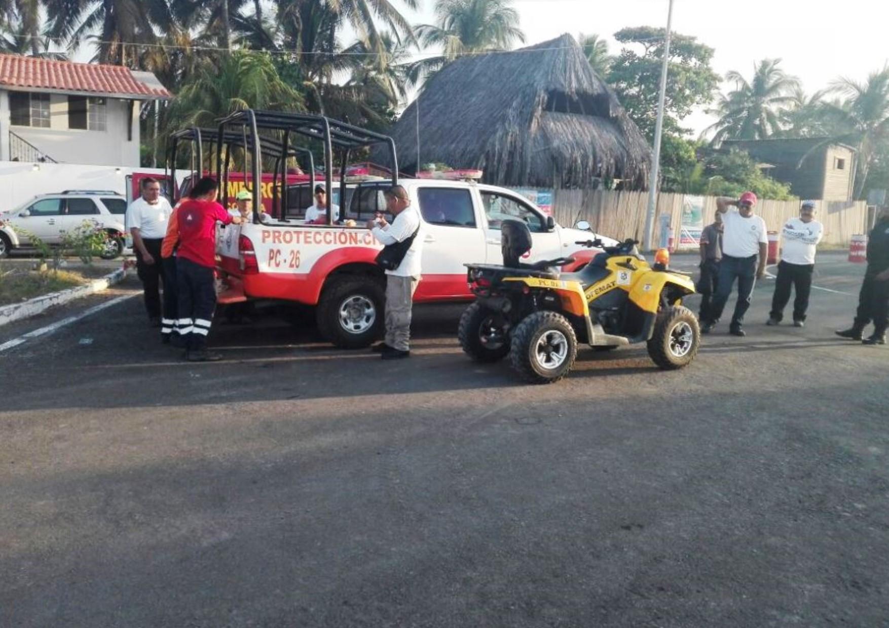 PC realizó ocho rescates de personas en las playas de Tecomán en fin de semana largo